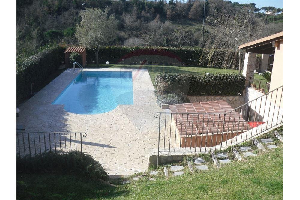 Villa con piscina nel parco della leprignana orazio d 39 urso - Villa con piscina roma ...